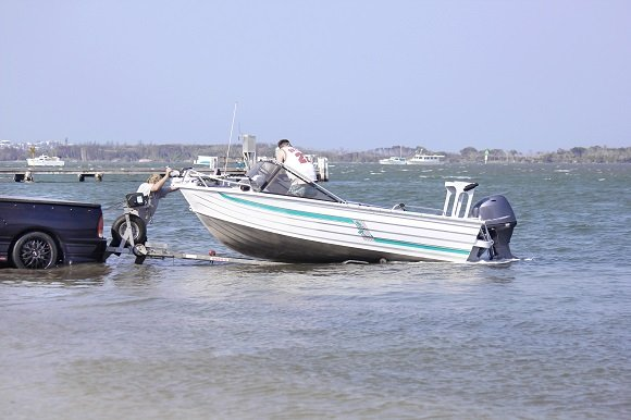 buying a boat trailer